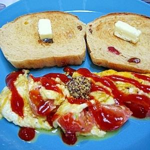 トマトとチーズのオムレツ。