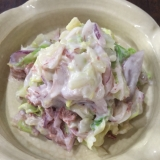 コンビーフとキャベツと紫玉ねぎのサラダ