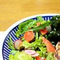サーモンカルパッチョとわかめサラダ