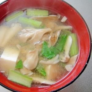 豆腐と小松菜まいたけの味噌汁
