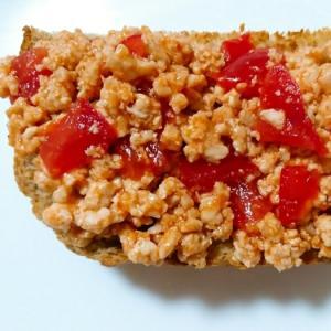 トマトと豆腐と鳥ミンチのケチャップトースト