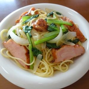 チキンハムと小松菜のパスタ