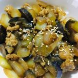 玉ねぎとナスの甘辛赤味噌炒める