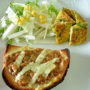 納豆チーズトーストとコーン入り白菜サラダと卵焼き♪