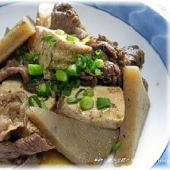 牛うす切り肉と焼き豆腐の味噌煮込み
