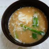 小松菜と白身卵の味噌汁