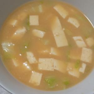 超シンプル!豆腐の味噌汁