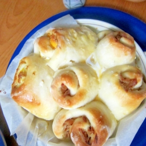ツナマヨネーズとコーンマヨネーズロールパン