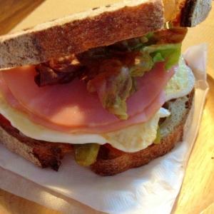 美味しーいカンパーニュで☆具沢山サンドイッチ