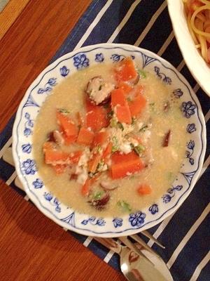 椎茸と人参と長ネギの中華スープ
