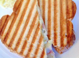 ハムとブリーチーズのパニーニ