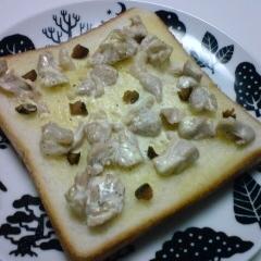 きゅうりのキューちゃんと鶏肉のトースト