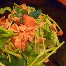 三つ葉とほぐし焼き鮭の丼