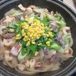 タジン鍋で作る♪鯖水煮缶と玉ねぎの煮物