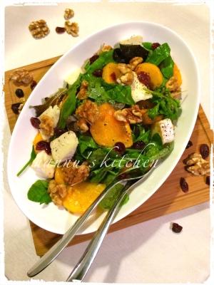 秋の味覚♪柿とブリーチーズのカラフルなサラダ
