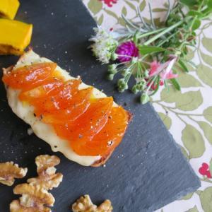 とろける柿とモッツァレラのトースト