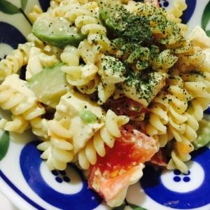豆腐入りアボカドトマトのマカロニサラダ