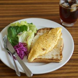 アンチョビチーズのオムレツトースト