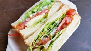 フレッシュな野菜たっぷり☆トマトサンドイッチ
