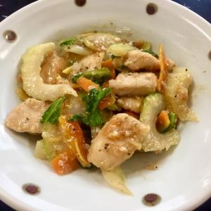 鶏胸肉とセロリの塩麹黒七味炒め