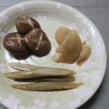 煮しめ!ごぼう、シイタケを新生姜と煮ます