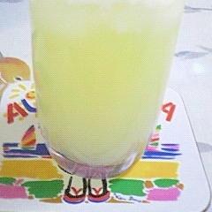 ホイップクリーム入りの濃厚グレープフルーツジュース