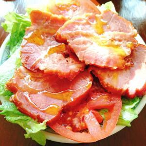 焼豚 トマト レタスのサラダ
