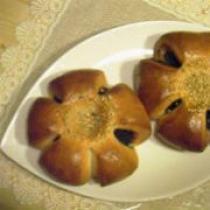 香ばしくて濃厚!黒ごまあんのピーナッツバターパン