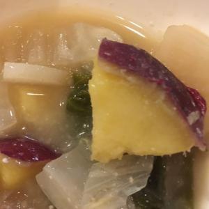 さつまいもと大根と白菜とネギの味噌汁