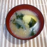 コロコロじゃがいもと玉ねぎの味噌汁