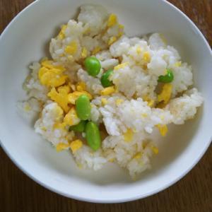 炒り卵と枝豆のチャーハン