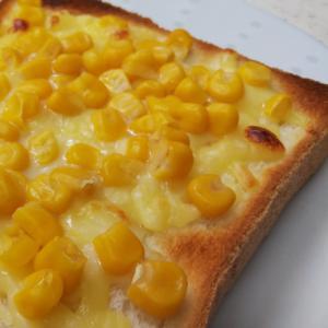 チーズとコーンのトースト