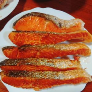 皮も香ばしく食べれる焼き鮭