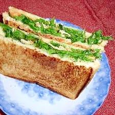 軽食に、まぐろとわさび菜のホットサンド
