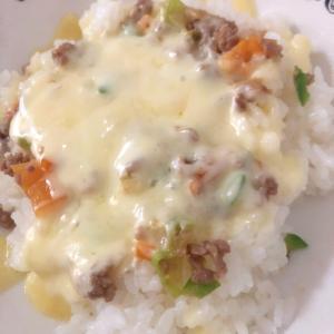 野菜とひき肉のチーズご飯