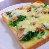 ツナとほうれん草のピザトースト