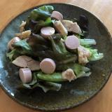 鶏のパン粉焼きと魚肉ソーセージのサラダ