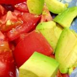 トマトとアボカドの簡単サラダ