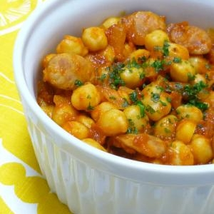 スパイシー★辛口ウィンナーとひよこ豆のトマト煮