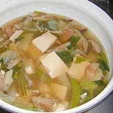 ベーコンでだしいらず 豆腐と春野菜のスープ