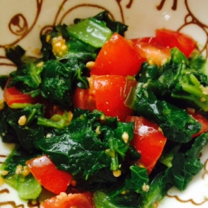 離乳期完了期  小松菜とプチトマトのゴマ和え