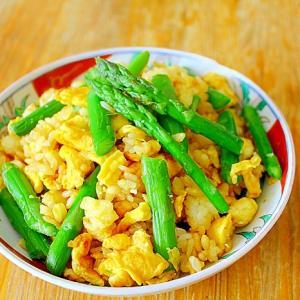 卵とアスパラの炒飯*粉末醤油でパラパラ