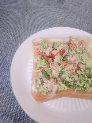 ブロッコリーツナサラダトースト