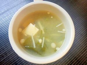 エノキと豆腐とわかめの味噌汁
