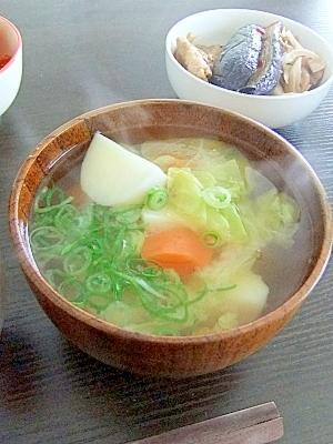 あっさり美味しい★春キャベツとジャガイモのお味噌汁