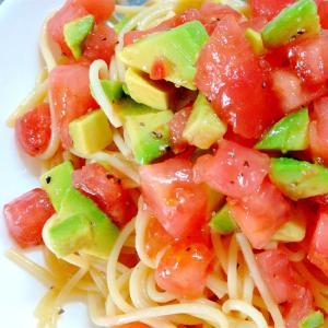 超簡単レシピ!あえるだけトマトとアボカドのパスタ!