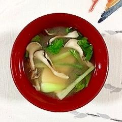 チンゲン菜と舞茸の味噌汁