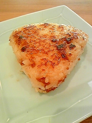 万能肉味噌とチーズのバター焼きおにぎり♪