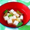 絹さや、しめじ、豆腐のすまし汁