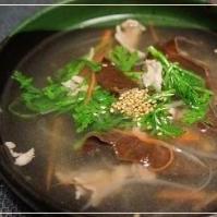 エコ再生野菜を使って「春菊」と木くらげの中華スープ